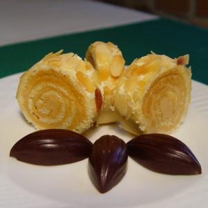 Karamelová roláda s mandľami