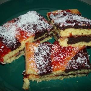 Ovocno piškótový koláč