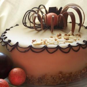 Karamelovo orechová torta