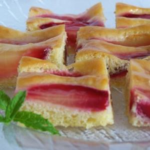 Trený koláč so slivkami