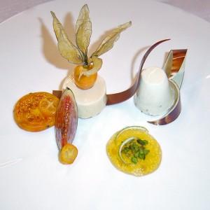Karamelovo tvarohová pena s tropickým ovocím
