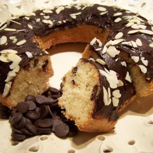 Bábovka s čokoládou a mandľami