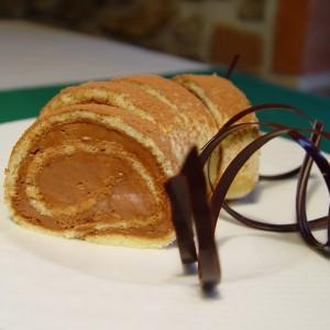 Piškótová roláda s čokoládovým krémom