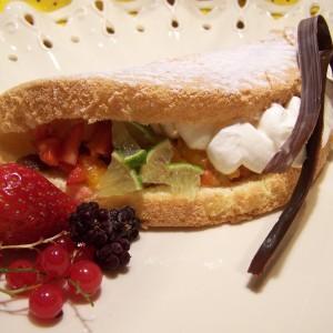 Piškótová omeleta s tvarohovou penou a ovocím