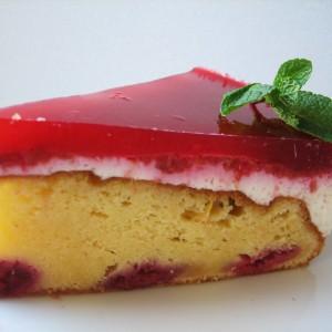 Piškótová torta s malinami