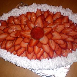 Jahodová torta s plnkou z bielej čokolády