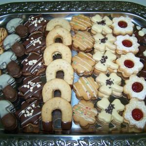 Arašidové koláčiky s čokoládovým krémom (podkovy, srdiečka)