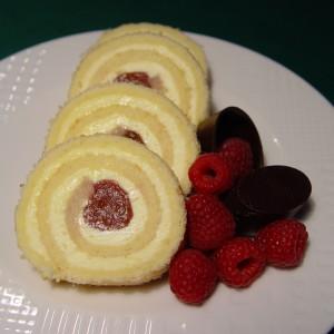 Kokosová roláda s malinami (jahodami)