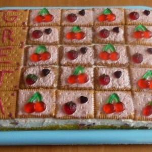 Detská pudingovo-smotanovo-jahodová torta