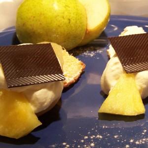 Marinované hrušky v bielom víne s ananásom